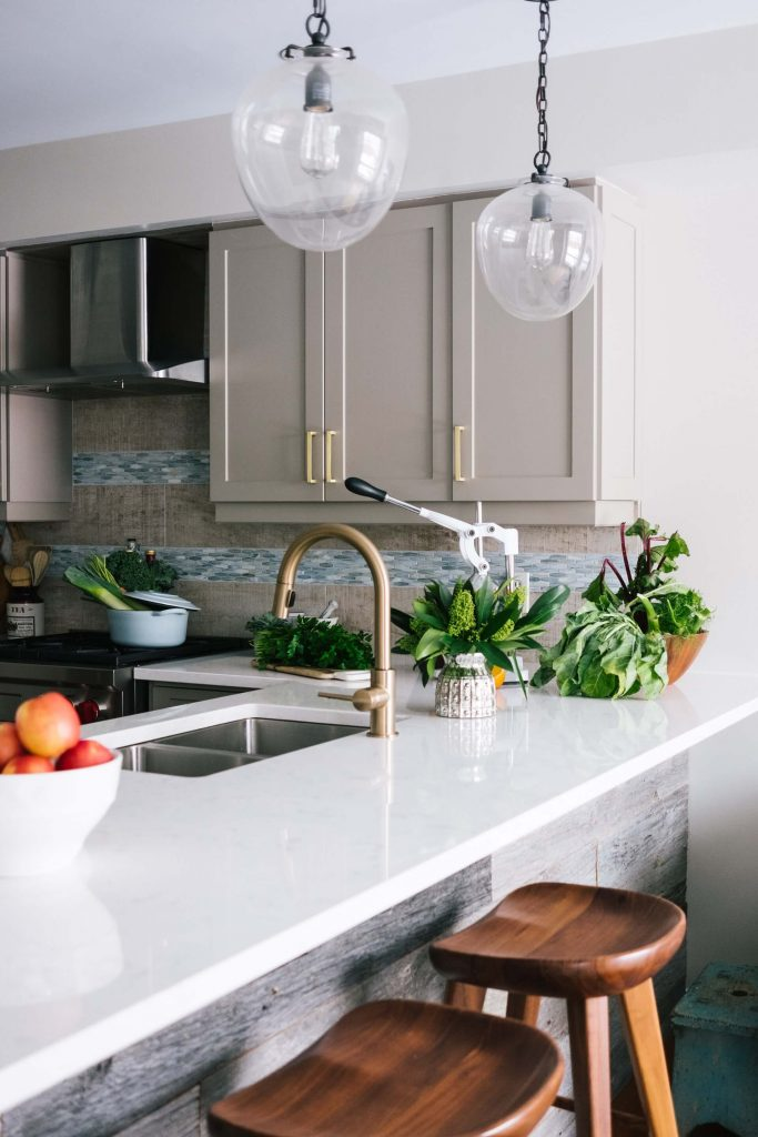 Three quick and easy kitchen cleaning hacks.